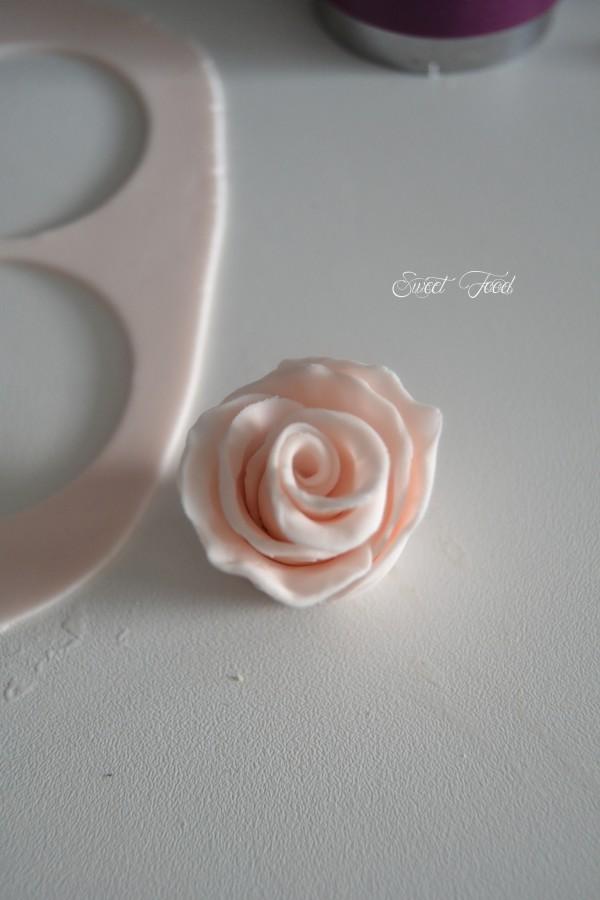 Fleur en pâte à sucre – Tutoriel