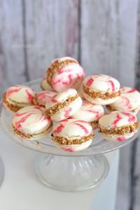 Macaron kisses